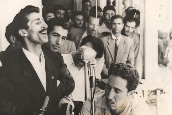 Dariush Forouhar (li.) bei einer Rede während der Regierungszeit von Mohammad Mossadegh