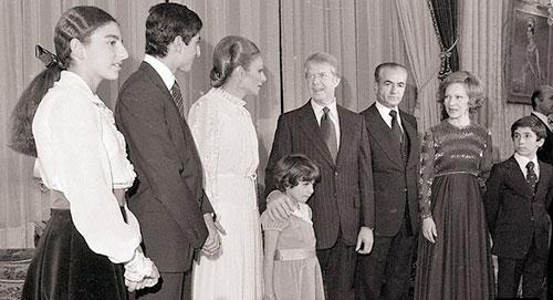Jimi Carter (4. v. re.) und seine Frau (2. v. re.) im Kreis der Pahlavi-Familie in Teheran