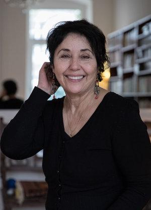 Seit 1984 von Berlin aus politisch aktiv gegen das Regime: die Journalistin Nasrin Bassiri - Foto: Amélie Losier