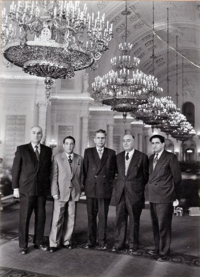 Die Aktivitäten der iranischen, kommunistischen Tudeh-Partei in der DDR sorgte immer wieder für Zank zwischen Teheran und Ost-Berlin - Foto: Die Anführer der Tudeh-Partei (v. li.) Reza Rusta, Fereydoun Keshavarz, Reza Radmanesh, Iraj Eskandari und Abdolsamd Kambakhsh