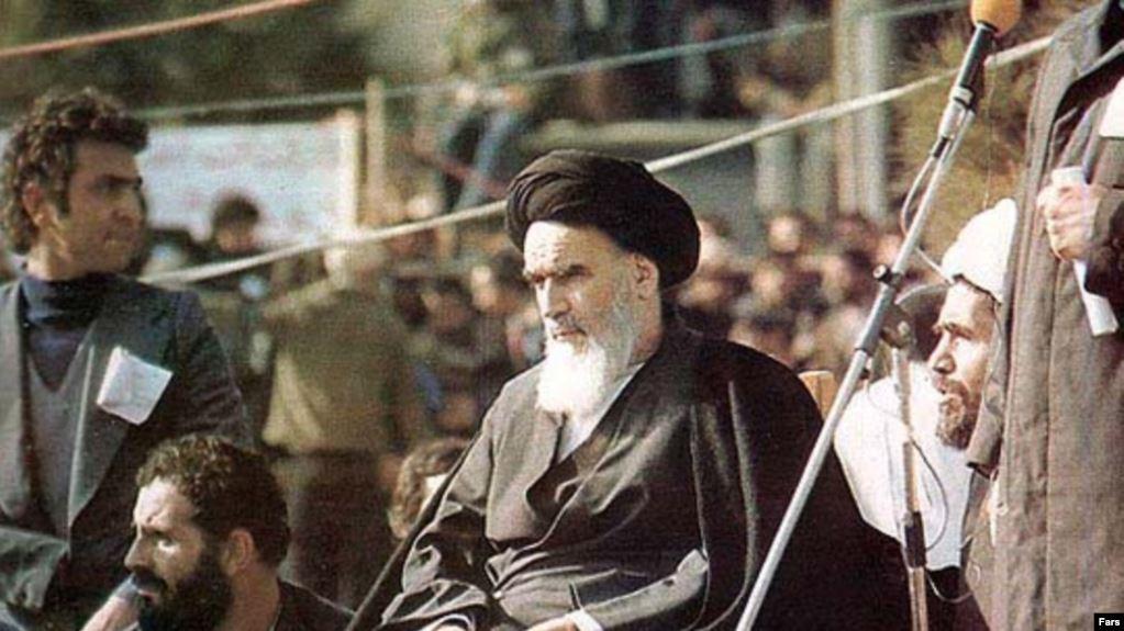 Ayatollah Khomeini (mi.): Wir werden die Feinde des Islams bis zu ihrer Vernichtung nicht in Ruhe lassen!