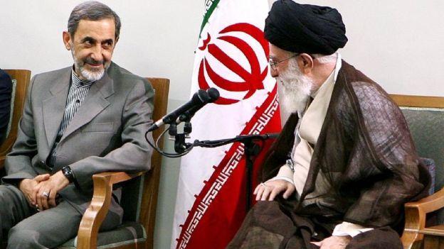 Ali Akbar Velayati (li.), und sein Arbeitgeber Ayatollah Ali Khamenei