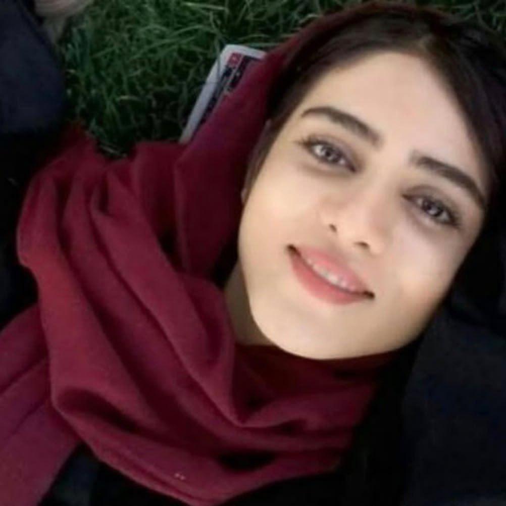 "Sahar Kohdayari, bekannt als ""Das blaue Mädchen"""