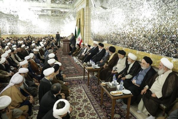 Männer, die über wichtige Geschäfte der religiösen Organisation Astan Ghods Razavi entscheiden