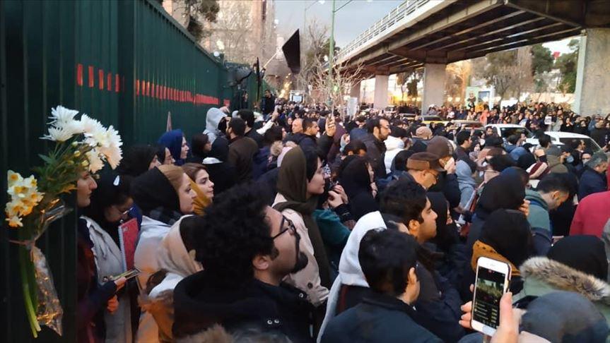 Demonstration in Teheran wegen des Abschusses der Passagiermaschine von Ukraine Airlines am 11. Januar!