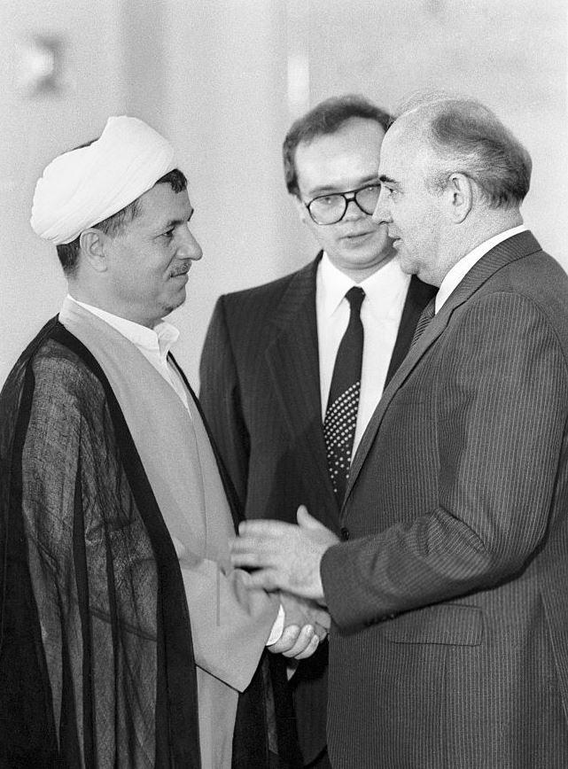 Das Treffen des ehemaligen iranischen Präsidenten, Hashemi Rafsanjani, mit dem sowjetischen Staatschef Michail Gorbatschow im Juni 1989 sollte zum Ausbau der Beziehungen beider Länder beitragen!