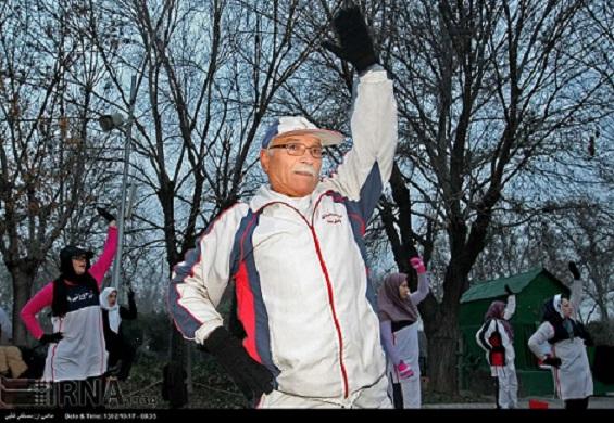 Gemeinsame Morgengymnastik in den Parks erfreut sich in der iranischen Hauptstadt Teheran großer Beliebtheit bei allen Altersklassen.