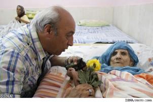 Im Iran wird von den Nachkommen erwartet, dass sie die Pflege und Versorgung der Eltern übernehmen, nicht der Staat!