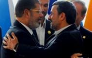 Der Iranische Präsident Mahmoud Ahamdinedschad (re) und Mohammed Mursi beim Treffen der Blockfreien Staaten in Teheran, Ende August 2012