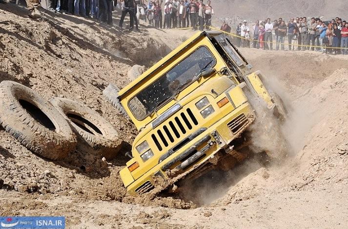 Off-Road-Rennen gehört zu den Sportarten, die im Iran immer mehr junge Leute anziehen. Das letzte Rennen fand am 26. Oktober in der Umgebung von Arak, der Hauptstadt der Zentral-Provinz statt. An diesem Rennen nahmen 26 Fahrer teil.