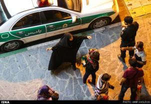Frauen, die sich nicht an den Dresscode des Regimes halten, sind der staatlichen Gewalt ausgesetzt