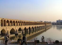 Isfahan ist eine der Touristenzentren des Iran, mit alten Brücken, Plätzen und einem bezaubernden Basar