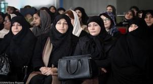 Die umstrittene Feier mit Präsidentengattin Sahebeh Arabi (1. v. re.)