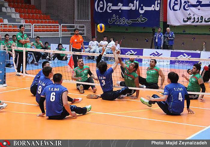 Bei der Asienmeisterschaft des Sitzvolleyballs für Männer hat die iranische Nationalmannschaft den ersten Platz belegt. Gegner im Finale war das Team aus Kasachstan. Die Spiele fanden in der Stadt Mashhad, im Nordosten des Iran statt. Sitzvolleyball ist in den Niederlanden erfunden worden. Das Spiel ist derart modifiziert worden, dass es auch von behinderten Menschen gespielt werden kann. Dabei gelten bis auf wenige Ausnahmen die normalen Volleyballregeln.