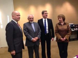 Das Treffen von Irans Außenminister (2. v. li.) mit seinen deutschen und britischen Amtskollegen und Catherine Ashton in Genf