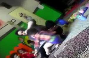 Screen shot von einem im Internet veröffentlichen und vielgesehenen Video, in dem eine iranische Kindergärtnerin ein Kind brutal quält!