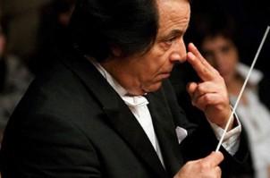 Ali Rahbari hat als Dirigent an  vielen renommierten Häusern in der Welt gearbeitet!
