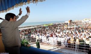 Irans Präsident Mahmud Ahmadinedschad bei seinem Besuch auf der Insel Abu Musa am 11. April. Foto: www.mehrnews.com