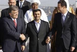 """Schulterschluss in """"guten alten Zeiten"""": Abdullah Gül, Mahmoud Ahmadynedschad, Bashar Assad (von links). Die Türkei ist nun zur Kritikerin der ehemaligen Partner geworden."""