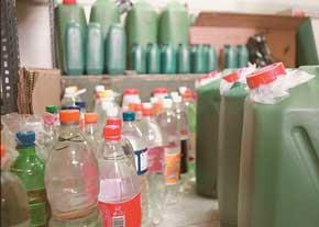 Handgemachte hochprozentige Alkoholika verursachen häufig Vergiftungen. Foto: jamejamonline.ir.