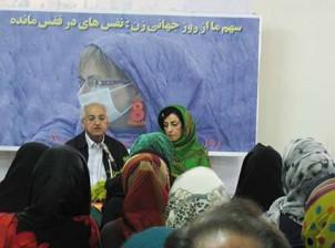 Der Autor und Übersetzer Babak Ahmadi als Gastredner auf der Frauenkonferenz: Die Unterdrückung der iranischen Frau wird von uns Männern vorangetrieben! - Foto: feministschool.com