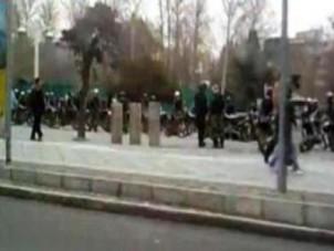 Sicherheitskräfte auf der Lauer - Teheran 14. Februar 2012