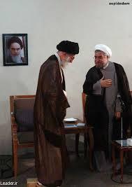 Präsident Rouhani (rechts) genießt noch die Unterstützung des Staatsoberhauptes Ali Khamenei bei seinem außenpolitischen Kurs