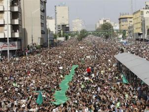 Den Aufrufen von Moussavi und Karrubi zu friedlichen Demonstrationen folgten Millionen junge IrannerInnen