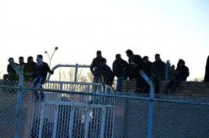 Zuschauer der Hinrichtung in Sabzevar: Die Sitzplätze auf dem Sprotplatz waren schnell belegt! - Foto: www.asriran.com