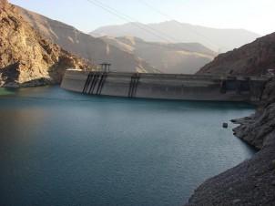 Staudamm Karaj im Iran. Verantwortliche im Iran sind stolz darauf, auf der Weltrangliste den dritten Platz unter den Ländern mit den meisten Staudämmen einzunehmen.