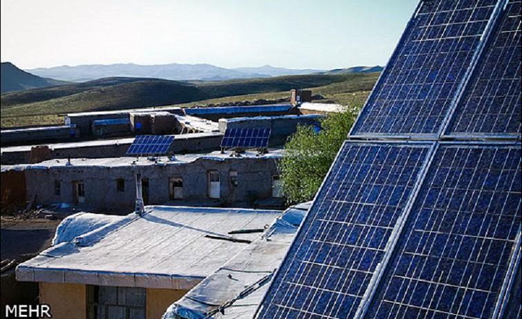 Der Iran besitzt beträchtliche Erdölvorräte und verfügt außerdem über die größten Erdgasreserven der Welt. Dennoch beabsichtigt die Regierung ihre Investitionen auf dem Gebiet der Solarenergiegewinnung massiv zu erhöhen: von 9,5 Millionen Euro im letzten iranischen Jahr auf 47 Millionen im laufenden Jahr - bis 21. März 2015. Damit sollen hauptsächlich Photovoltaikanlagen in den entlegenen Gebieten gefördert werden. Mit etwa 300 Sonnentagen im Jahr hätte das Land die beste Voraussetzung, künftig auch Solarenergie zu exportieren. Foto: Das Dorf Sichanlou in der Provinz Ghazvin.