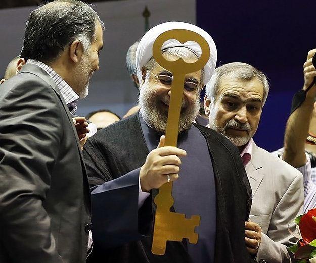 """Der neue Präsident, Hassan Rouhani, hat beim Wahlkampf versprochen, """"den Schlüssel zur Lösung der Probleme"""" des Landes"""" gefunden zu haben"""