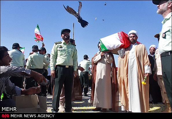 Der Iran und der Irak tauschen auch noch 25 Jahre nach der Beendigung ihres Krieges die Überreste der gefallenen Soldaten aus. Der vorläufig letzte Austausch fand in der letzten Septemberwoche statt. Die Armee des damaligen irakischen Diktators Saddam Hossein hat am 22. September 1980 den Iran überfallen. Der Krieg dauerte acht Jahre und kostete Hunderttausende Menschen das Leben. Die Zahl der vermissten Soldaten mit ungeklärtem Schicksal wird bislang auf mehrere Zehntausend geschätzt.