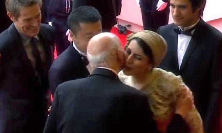 Die iranische Schauspielerin Leyla Hatami ist als Jurymitglied der diesjährigen Filmfestspiele in Cannes bei vielen Empfängen anwesend. Beim Empfang des Festivaldirektors Gilles Jacob hatte Frau Hatami Jacob die Hand geschüttelt und ihn zur Begrüßung auf die Wange geküsst. Dieses, in Frankreich übliche Begrüßungsritual, löste bei der staatlichen Presse im Iran eine Welle der Empörung aus, denn eine Muslimin darf einem fremden Mann nicht die Hand geben, geschweige denn küssen. Am 23. Mai gab Hatami dafür eine Erklärung heraus, in der sie sich dafür entschuldigte, dass sie die religiösen Gefühle mancher Menschen verletzte habe. Sie sei überrascht gewesen, als Jacob ihr die Hand gereicht hatte und habe nicht schnell und angemessen reagieren können. Außerdem sei Jacob 90 Jahre alt und für sie wie ein lieber Großvater, schreibt Hatami in ihrer Erklärung.