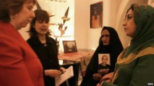 Das Treffen von Catherine Ashton (li.) mit der Menschenrechtlerin Narges Mohammadi (re.) und Gohar Eschghi (2. v. re.) in Teheran hatte hohe Wellen geschlagen