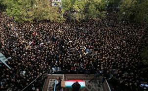Pashaies Beisetzung musste wegen des unerwarteten Menschenandrangs um mehrere Stunden verschoben werden
