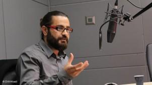 Shahin Najafi im Studio der Deutsche Welle.