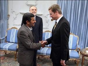 Irans Präsident Mahmud Ahmdinedschad bei einem Treffen mit dem Bundesaußenminister Guido Westerwelle in Teheran. Foto:www.mehrnews.com