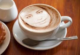 Während KaffeesatzleserInnen zwischen einem und 15 Euro pro Sitzung bekommen ...