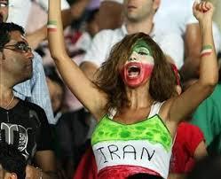 Solche Szenen werden bei der Übertragung der Spiele im iranischen Fernsehen zensiert!