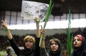 Moussawi wurde bei den Wahlen von 2009 hauptsächlich von jungen Iranerinnen und Iraner unterstützt.