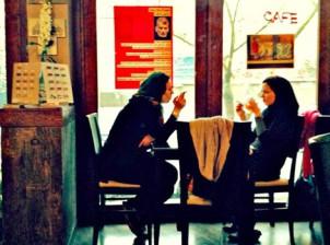 """Die Moralhüter im Gottesstaat empfinden die Cafes als """"Sündenpfuhl"""" - Foto: baharnews.ir"""