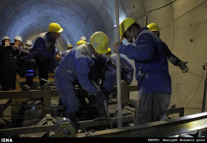 Beginn der Schienenlegung für neue U-Bahn-Linie in Shiraz