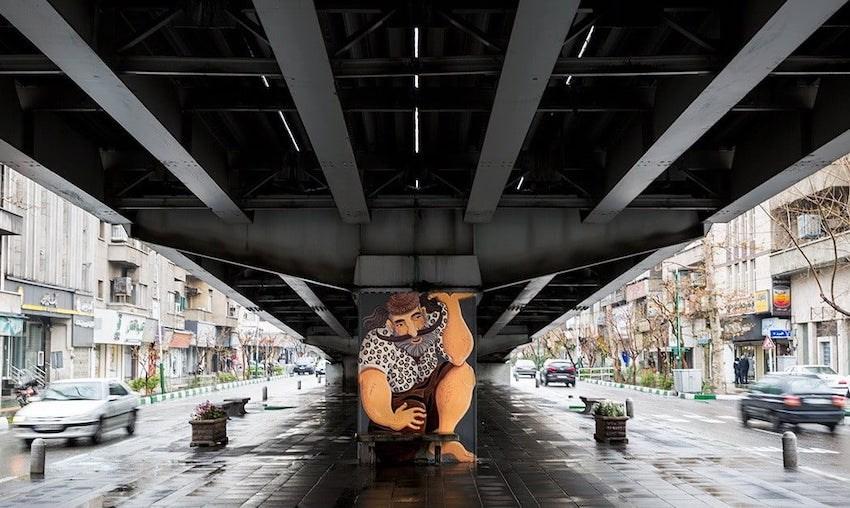 Die Teheraner Kaledsch-Brücke auf den Schultern eines Pahlavans