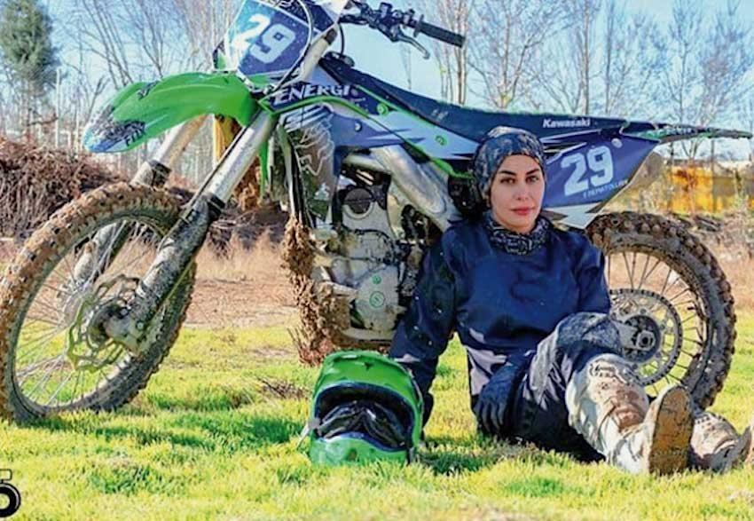 Eine Iranerin bei der Motocross-Weltmeisterschaft