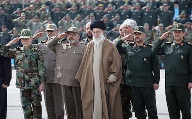 Khamenei, Revolutionsgarde