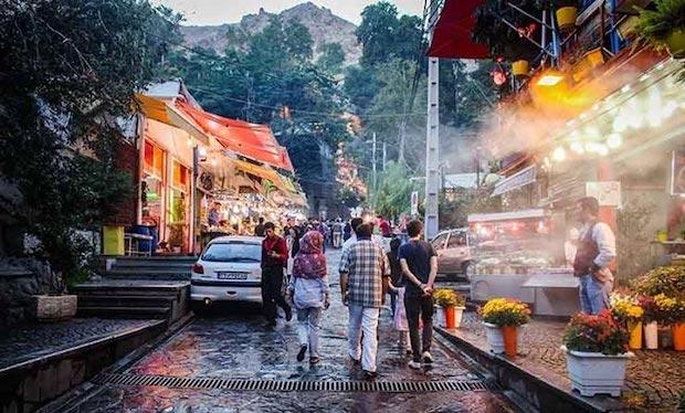 Gratis Kebab essen und warten im Iran