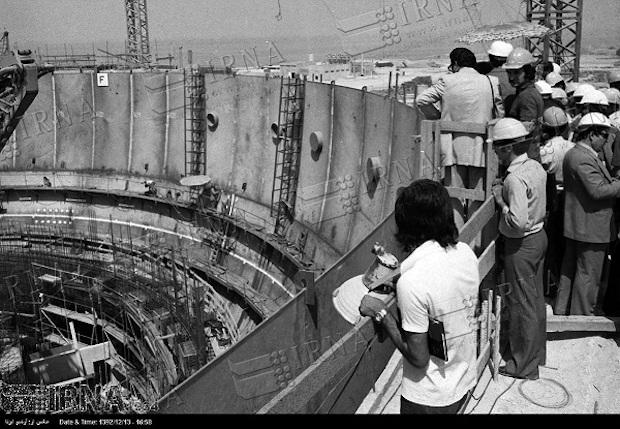 Iranische und deutsche Fachleute beim Bau des Atomkraftwerks in Bushehr Iran