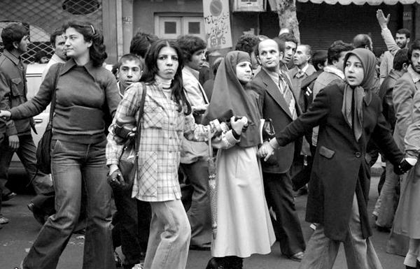Gebildete Frauen mit und ohne Kopftuch kämpften gegen das Schah-Regime