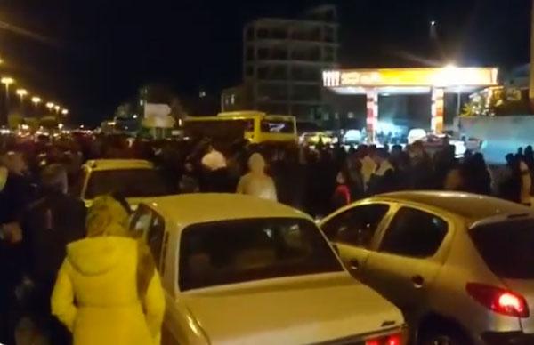 Unruhen nach Erhöhung der Benzinpreise